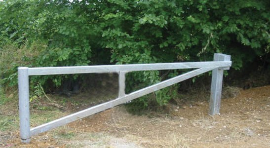 Hingless Barrier